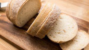 パンの食べ過ぎは便秘、下痢の原因に?!